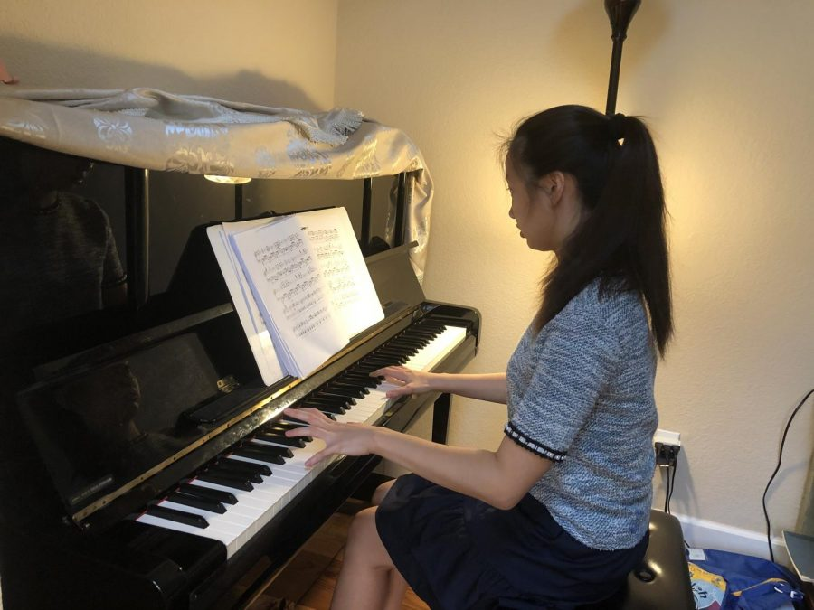 Girl+playing+the+piano